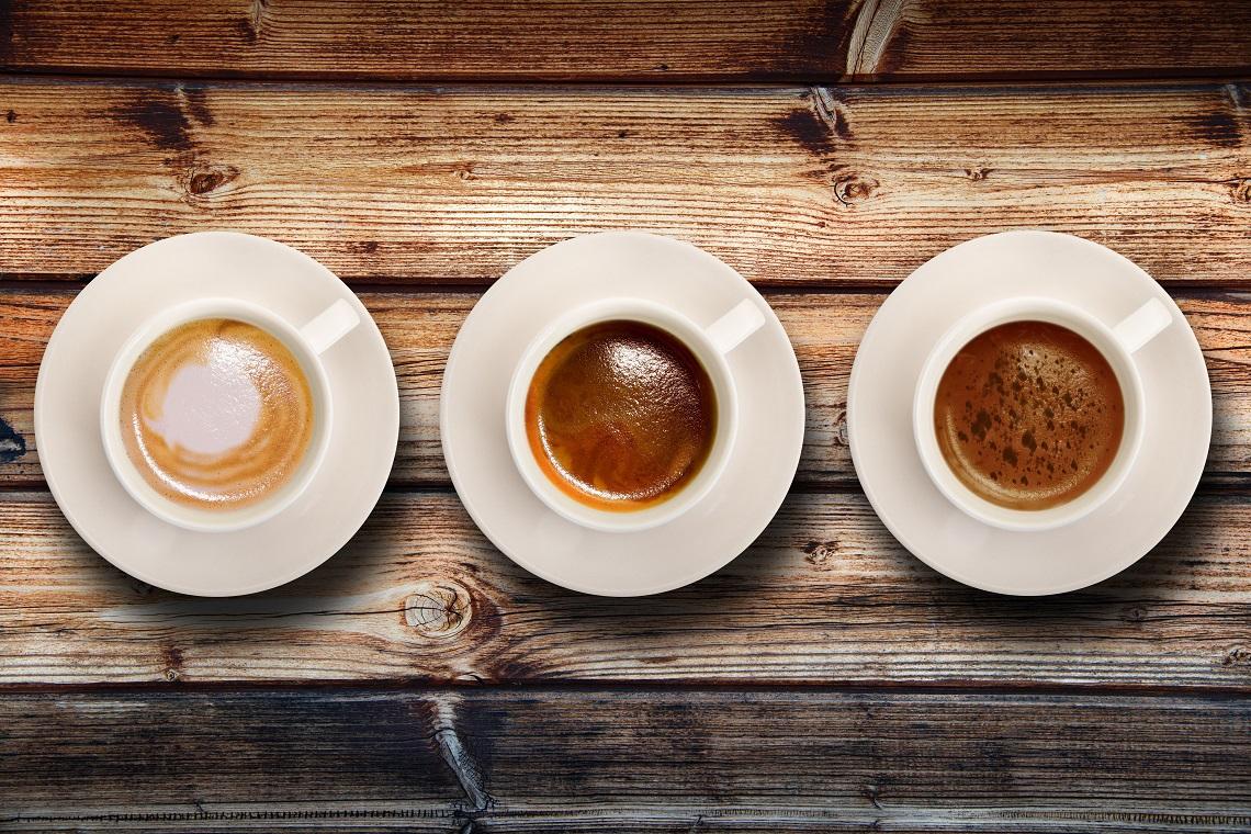tre tazzine con caffè espresso