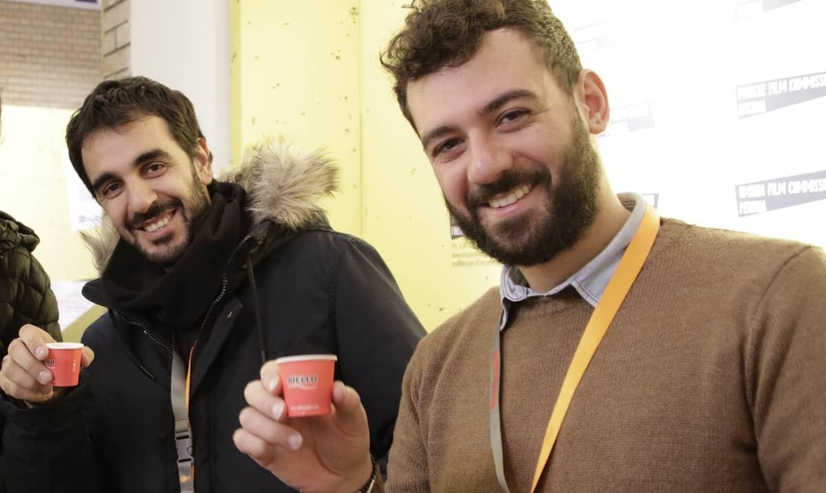 visitatori bevono Caffè Aiello al Festival del cinema di Berlino 2019