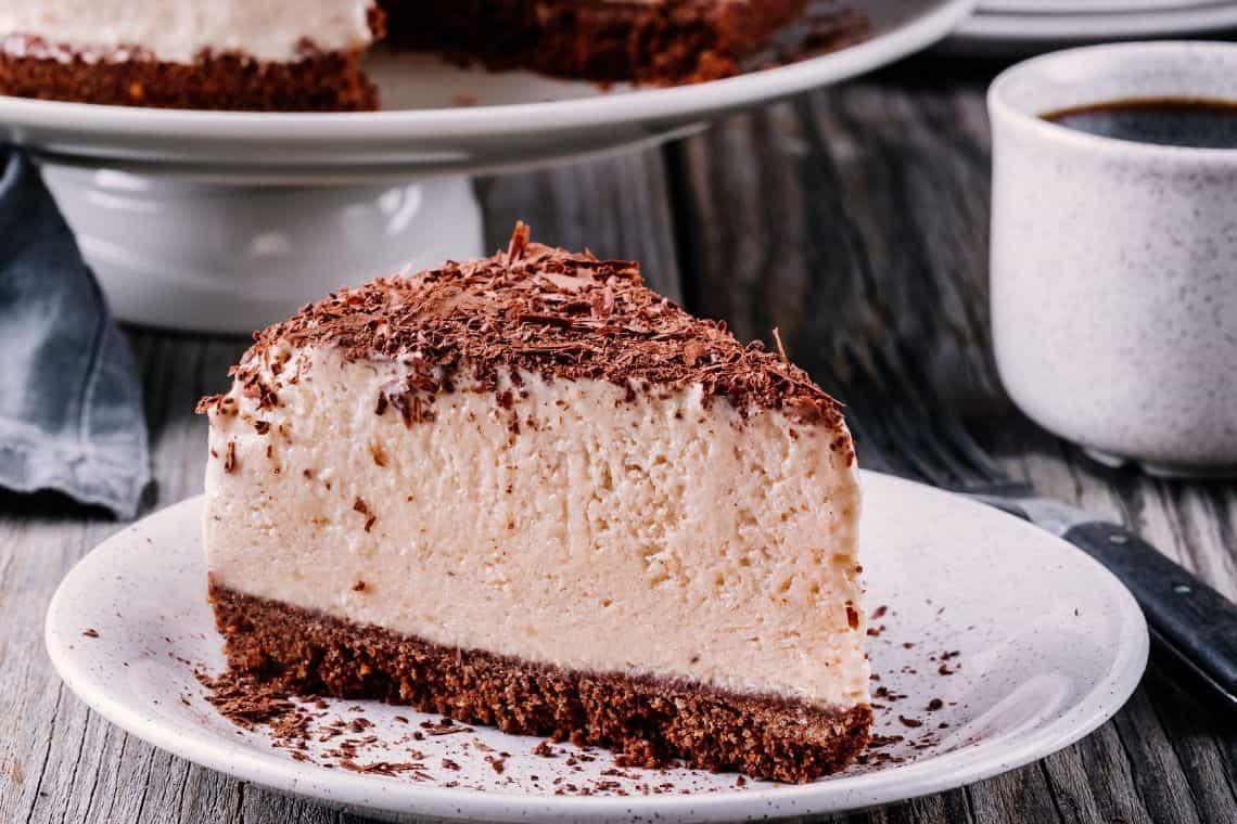 fetta di cheesecake al caffè