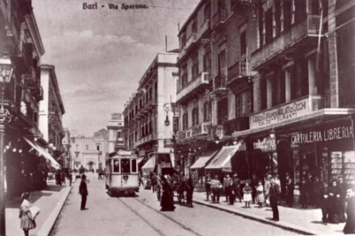 foto d'epoca di via Sparano a Bari