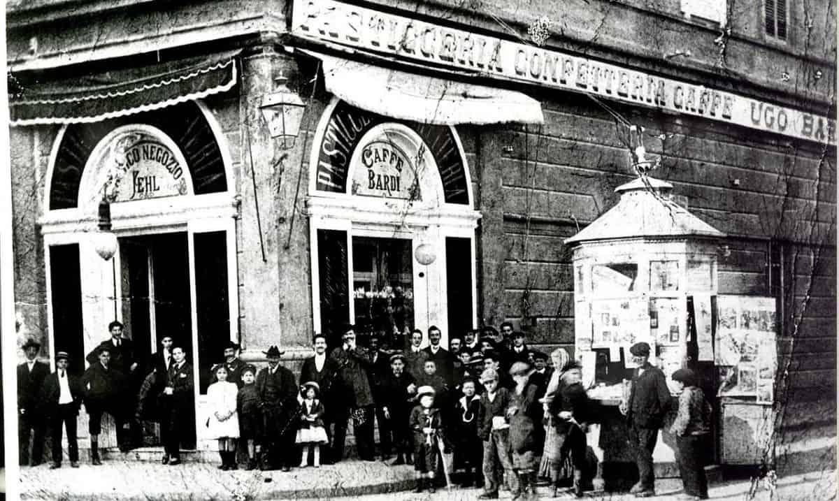 foto d'epoca dello storico Caffè Bardi di Livorno