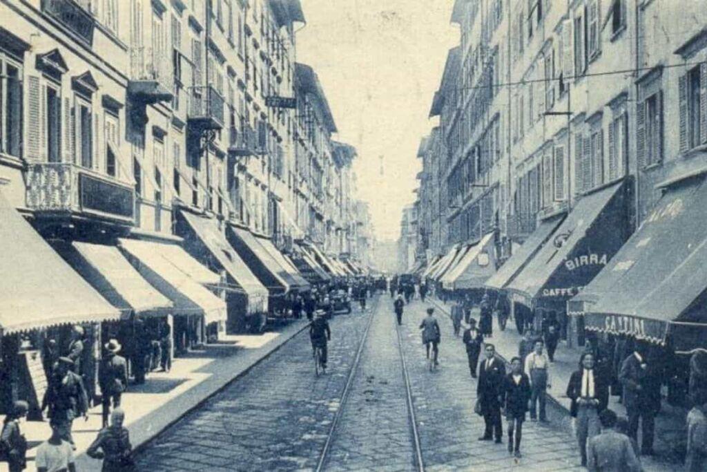 foto d'epoca di caffetterie storiche di Livorno in via Grande