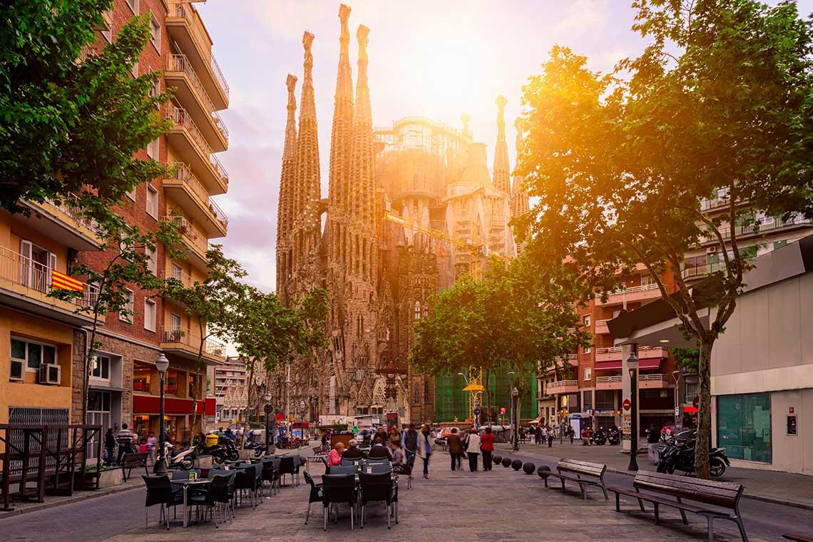 tavolini all'aperto di caffetterie storiche di Barcellona